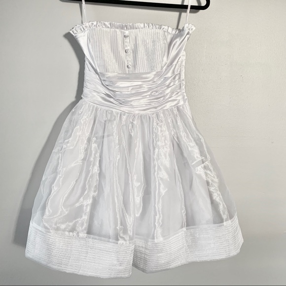 Betsey Johnson Dresses & Skirts - Betsy Johnson White Short Strapless Dress